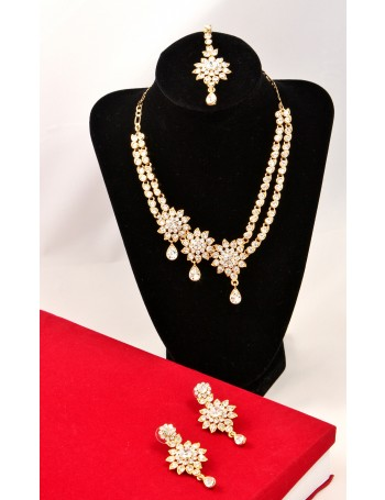 Elegant Jewellery Set with white Stones